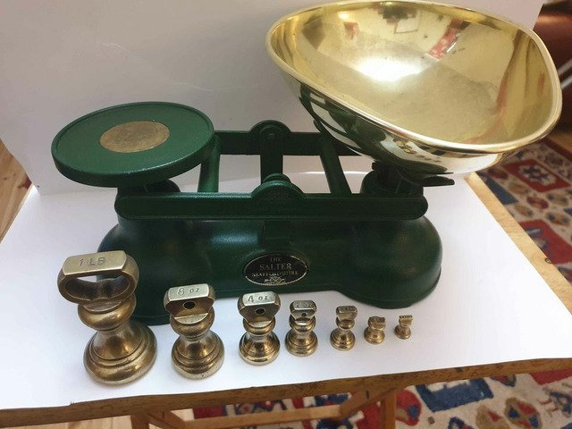 Original salters scales in green with original full set of brass bell weights bargain can deliver - 5/5