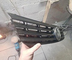 VW Passat grill 97-00 Waterford - Image 2/5