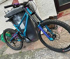 downhill mountain bike - Image 1/4
