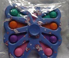 2 in 1 poppet spinners